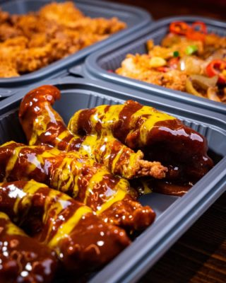 Saucy 😋 Our BBQ One's are tossed in our own smoky bbq sauce and drizzled with honey & mustard sauce 😍 SOOOOO TASTY! Link in bio to order. #Hotchix #Buttermilkchicken #tenders #bbq #chick #dublinchicks #milkshakes #dublinfoodie
