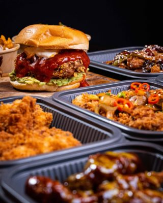 Dinner time be like 🔥 Pre order for the gang at HotChix.ie #Buttermilkchicken #HotChix #YourBreastFriend #Chix #Chickporn #Foodiedublin #DubGrub