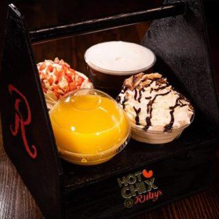 Cocktail anyone?🍹 Order now at hotchix.ie 🥳 #hotchix #buttermilkchicken #cocktails #saturdaynight